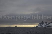 Morgendämmerung auf Halfmoon Island, Antarktische Halbinsel