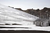 verlotterte Hütte auf Deception Island, Antarktische Halbinsel