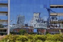 Spiegelungen in Häuserfassade in Buenos Aires, Argentinien