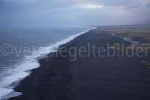 Blick über den Strand von Dyrhólaey, Island