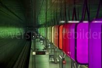 Lichtspiel an der U-Bahnstation Hafencity, Hamburg