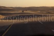 Dünenwanderung über die Strasse bei Lüderitz