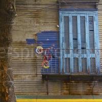 Bunter Balkon im La Boca-Quartier von Buenos Aires