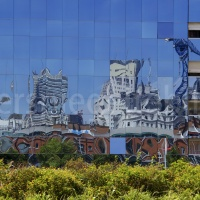 Spiegelungen in einem modernen Haus in Buenos Aires