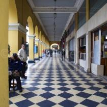 Blick in eine Passage in Lima