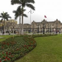 Blick über einen Platz in Lima