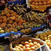 Früchte auf dem Markt in Ollantaytambo in Peru