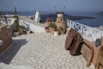Terrasse in Fira mit Blick über die Caldera