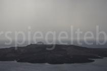 Blick auf den Vulkan in der Caldera von Santorini