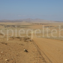 Strasse in die Diamantenwüste bei Kolmanskop, Namibia