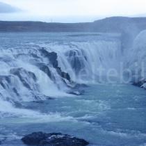 Gullfoss Wasserfall mit vereister Seite, Island