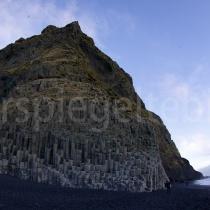 mit Fischauge aufgenommene Basaltsteinsäulen bei Reynisdrangar, Island