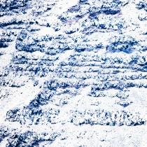 überbelichtete Aufnahme einer Felsformation als abstrakte Lanschaft