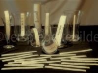 Gläser mit Beschriftungen von Masseinheiten