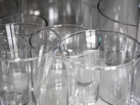 wild angeordnete Gläser