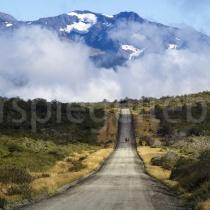 Strasse durch den Parque Nacional Torres del Paine in Patagonien