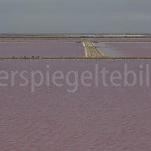 Blick auf die roten Salinen bei Salin-de-Giraud