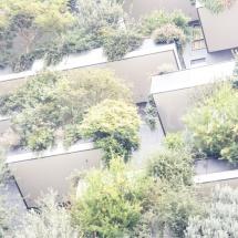 Bosco Verticale Hochhäuser mit Bepflanzung in Überbelichtung, Ausschnitt einiger Balkone