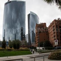 Bosco Verticale Hochhäuser mit Bepflanzung Spiegelung in der Umgebung