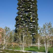 Bosco Verticale Hochhäuser mit Bepflanzung aus dem Park aufgenommen