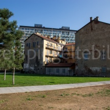Alter Häuser im Park der Bosco Verticale Hochhäuser