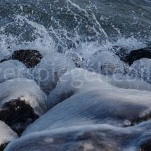Vereiste Steine am Ufer des Bodensees